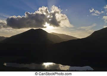 Sunburst over Llyn Cwellyn, Snowdonia - Late evening...