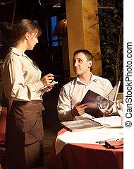Un, camarero, toma, orden, restaurante, cliente