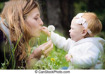 joven, madre, poco, bebé, parque
