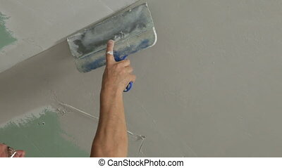 Ceil - Applying plaster to plasterboard ceiling, close-up