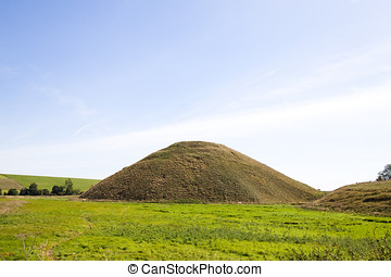 Silbury Hill - The largest man made neolithic mound in...