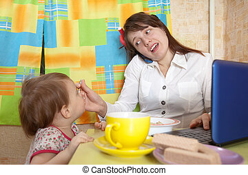 Mother and child eating breakfast - Mother and child eating...