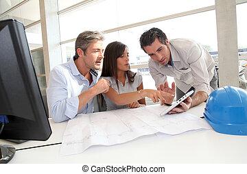 equipo, Arquitectos, trabajando, oficina