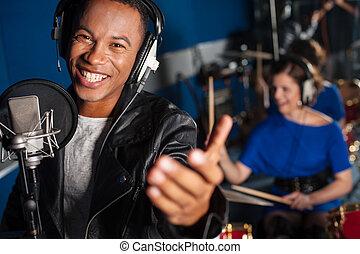 cantando, estúdio, homem jovem