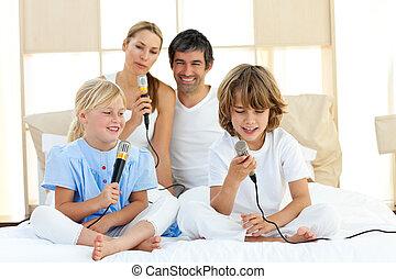cantando, junto, animado, família