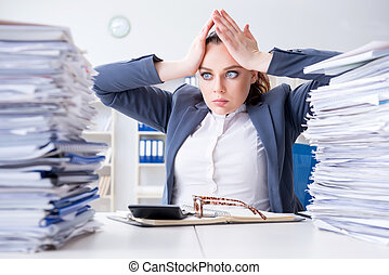 cantidadde trabajo, papeleo, mujer de negocios, cansado