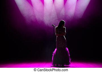 cantor, silueta, stage., spotlights., experiência escura, fumaça