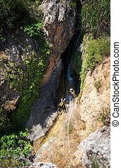 canyoning, sous, personne, ruisseau, unrecognizable, cordes