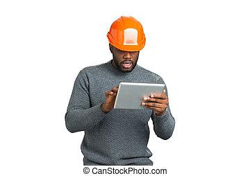 capacete, homem, trabalhando, tablet.