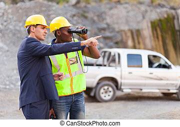 capataz, mineração, mostrando, mina, local, gerente