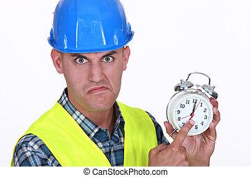 capataz, zangado, alarme, segurando, relógio