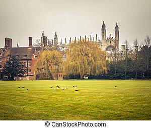capilla, reyes, cambridge, colegio