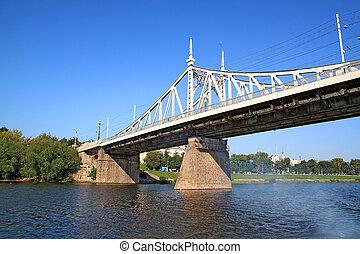 ????? car bridge through river
