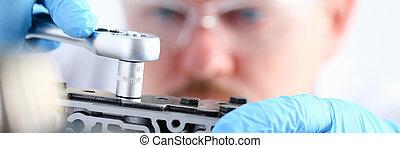 car-care, rendbehozás, repairman, középcsatár