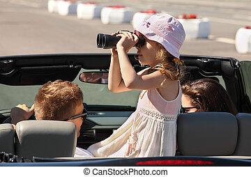 car;, dochter, rijden, verrekijker, door, vader, mooi, moeder, converteerbaar, meisje, blik
