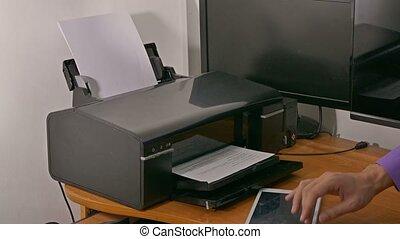 caractères, imprimante, tablette, bureau, documents, dactylographie, homme affaires, homme