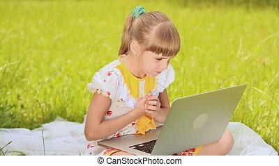 caractères, ordinateur portable, pré, girl