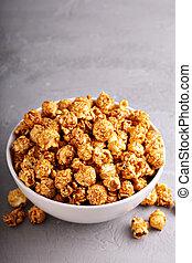 Caramel popcorn in a bowl