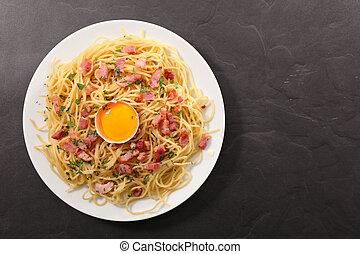 carbonara spaghetti, top view