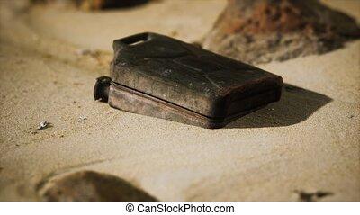 carburant, boîte métallique, rouillé, vieux, désert