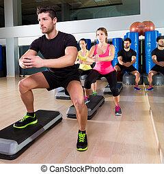 cardio, stap, dans, hurken, groep, op, fitness, gym
