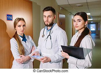 cardiogram, タブレット, 論じる, 患者の, 医者