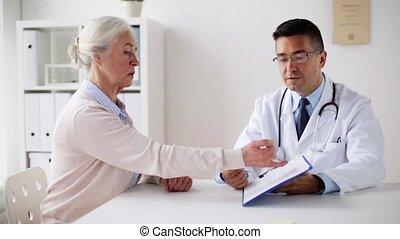 cardiogramme, clinique, personne âgée femme, docteur