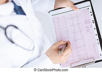 cardiogramme, docteur masculin, mains