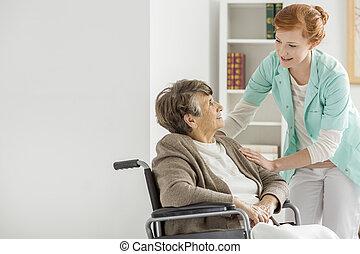 caregiver, alatt, öregek otthona
