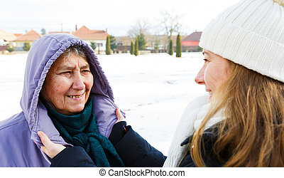 caregiver, femme souriante, jeune, personnes agées
