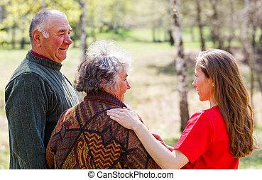 caregiver, personnes âgées accouplent, jeune