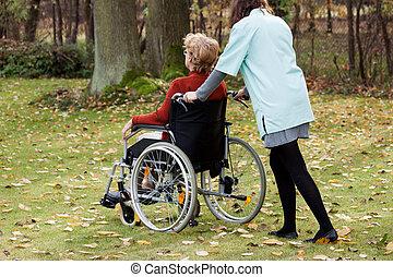 carer, sur, a, promenade, à, patient
