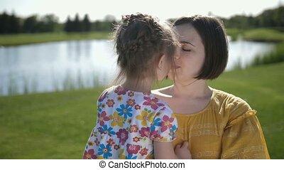 caresser, baisers, fille, spécial, mère