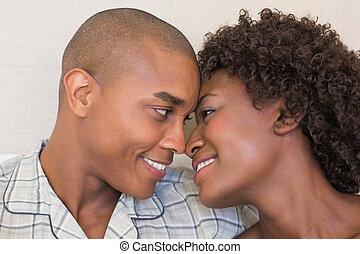 caresser, couple, heureux, lit, séance