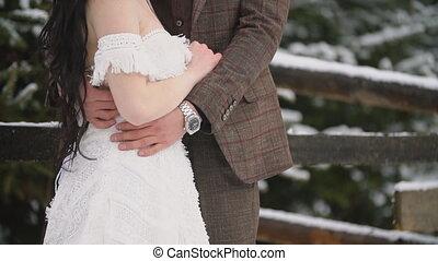 caresser, jeune couple, forêt