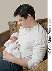 caresser, sien, fille, père, jeune, nouveau né
