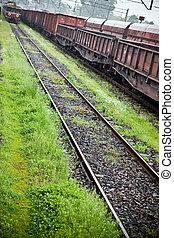 carga, carros, en, el, estación de tren, durante, lluvia