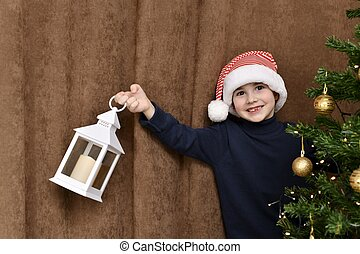 cargado, afuera, mano., caído, árbol de navidad, niño, sonrisas, diente, echar una ojeada, linterna