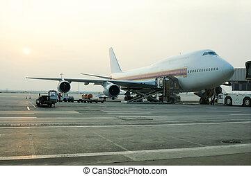 cargo del cargamento, a, avión