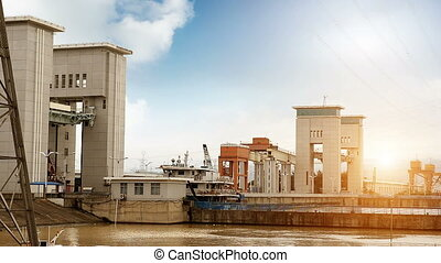 Cargo ship crossing gate - The famous Gezhouba large water...