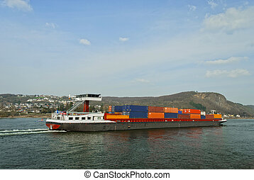 Cargo Sip - Cargo ship transporting large containers