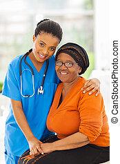 caring, afrikansk, sygeplejerske, og, senior, patient