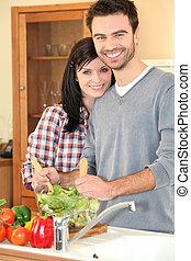 carinhoso, par, preparar, um, salada