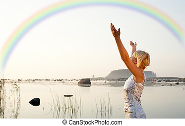 carino, biondo, innalzamento, mani, a, arcobaleno