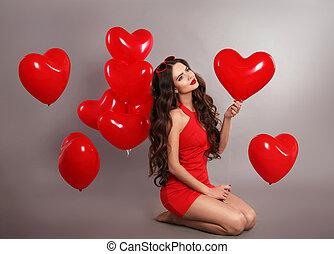 carino, brunetta, studio, valentine, festa., march., isolato, cuore, fondo., giorno, compleanno, proposta, carino, 8, ragazza, palloni, rosso