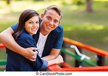 carino, coppia adolescente, fuori