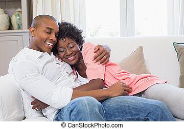 carino, coppia, rilassante, divano