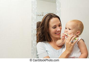 carino, denti, spazzolino, come, spazzola, madre, bambino, insegnamento, sorridente