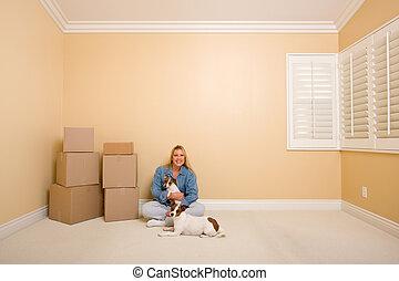 carino, donna, e, cani, con, spostamento, scatole, in, stanza, su, pavimento