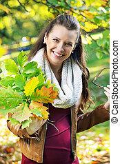carino, madre, presa a terra, mazzolino, di, foglie